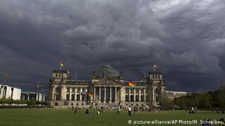 Πυκνώνουν τα σύννεφα πάνω από τη γερμανική οικονομία