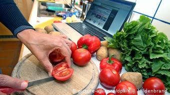 Περισσότερο και πιο υγιεινά μαγειρεύουν πλέον οι Γερμανοί λόγω της πανδημίας