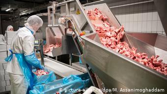 Τέλη Απριλίου η βιομηχανία κρέατος βρέθηκε στο επίκεντρο λόγω κρουσμάτων κορωνοϊού σε εργαζομένους