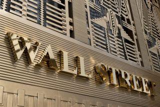 Wall Street: «Νευρική» Παρασκευή με το βλέμμα στις εκλογές