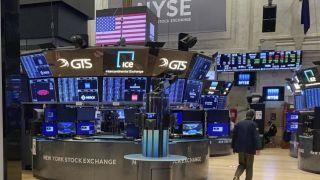 Με ήπιες απώλειες έκλεισε η Wall Street