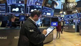 Wall Street:Κέρδη για Dow Jones-Απώλειες για Nasdaq φέρνει το εμβόλιο