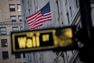 Wall Street: Ρευστοποιήσεις μετά το ιστορικό ρεκόρ του Dow Jones