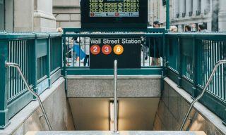 «Κόπασαν» οι… πανηγυρισμοί στη Wall Street από το πακέτο τόνωσης