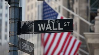 Το πακέτο τόνωσης ωθεί σε νέα ρεκόρ S&P 500-Nasdaq