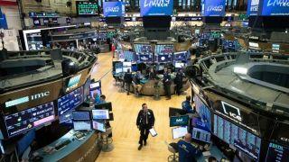 Wall: Γεωπολιτικά και κορονοϊός «έριξαν» τον Dow