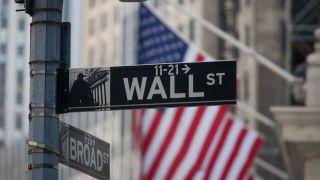 Ισχυρά κέρδη στη Wall λόγω αποκλιμάκωσης στα ομόλογα