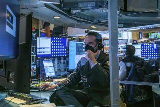 Σε κλοιό βραχυπρόθεσμων ρευστοποιήσεων η Wall Street