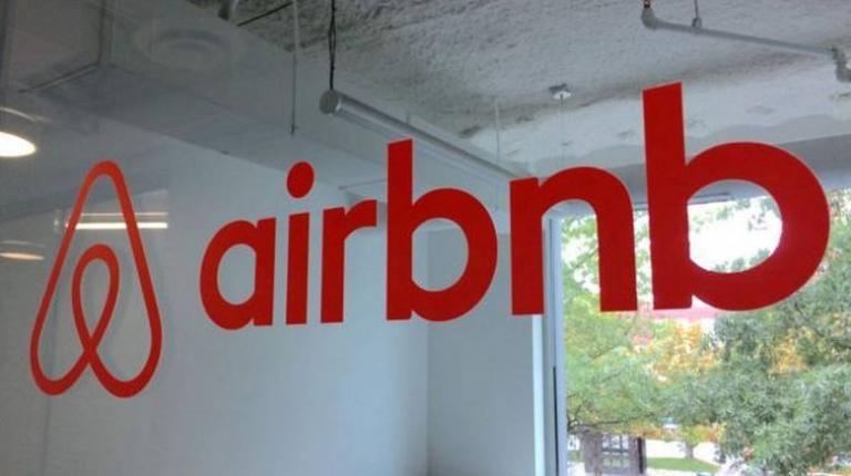 airbnb:-Ανάρπαστα-τα-ακίνητα-σε-παραθαλάσσια-προάστια-της-Αττικής