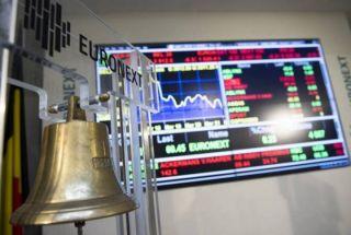 Ευρωαγορές: Οι επενδυτές αντιστέκονται στον πειρασμό των ρευστοποιήσεων