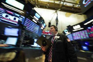 Ανακάμπτει η Wall Street με το «βλέμμα» στραμμένο στη Fed