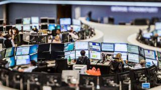 Πτωτικές τάσεις στο άνοιγμα των ευρωαγορών