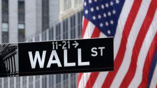 Συγκρατημένες κινήσεις στη Wall Street