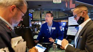 Με απώλειες ολοκληρώθηκε η εβδομάδα για τη Wall Street